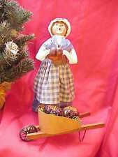 2001 Byers Carolers Woman Pumpkin Gatherer w Wheelbarrow Winterthur Perfect b145