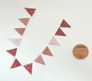 Dolls House Miniature Red Bunting (DD021) Additional Items P&P FREE