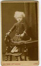 PHOTO CDV LYON Victoire une enfant pose jouet toy mode fashion circa 1880