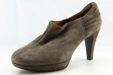 Clarks Indigo Size 7 M Almond Toe Brown Low Cut Boots Leather Boots