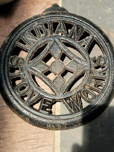 """Antique Indiana Stove Works Cast Iron 7"""" Lid Evansville"""