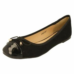 R8A Spot on Femmes F8R0113 Noir-Blanc Semelles Plates Ballerine Pompe UK 3 To 8