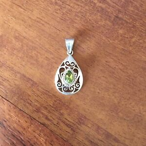 SP-32 Nepalese Handmade 925 Sterling Silver Pendant Inlaid With Peridot Stone
