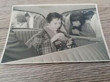 old photo - femme asiatique en voiture