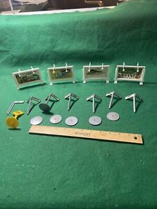 O Scale Billboard And Road Signs Good Condition (KJT429)