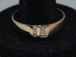 10k Yellow Gold Ring witha Trinity of Diamonds and beautiful design