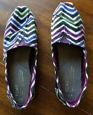 ZIG ZAG TOMS ONE FOR ONE SHOES PURPLE WHITE BLUE EUC VERY NICE W6 FLATS SHOES