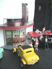 1950's 60's DRIVE-IN AMERICAN GRAFFITI 1:18 SCALE FOR YOUR CAR DIORAMA HOT RODs