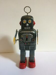 Walking Spaceman Robot Collection Tin toys Classic Clockwork Wind Up Mechanical
