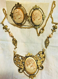 BEAUTIFUL VINTAGE FAUX CAMEO NECKLACE &  EARRINGS