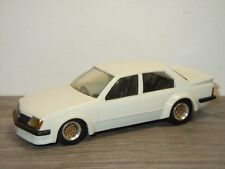 Holden Commodore VH SS - Dinkum Classics - Australian Made - 1:43 *35436