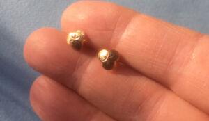 Vintage Solid Yellow Gold Diamond Cut Stud Earrings 375