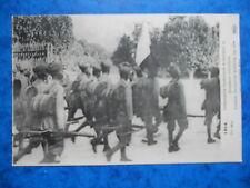 Infanterie Indienne Arborant le Drapeau tricolore.