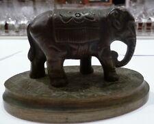 Jolie petite sculpture en  bronze représentant un éléphant