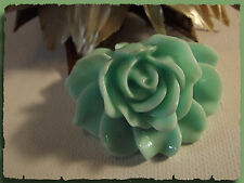 Broche Fleur vert tendre résine acrylique aspect porcelaine attache foulard