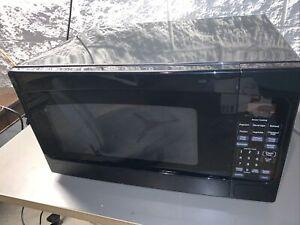 GE 2-cu ft 1200-Watt Countertop Microwave Oven - Black - GE JES2051DNBB