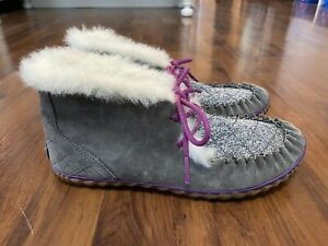 Womens size 7 Sorel gray fur lined booties boots purple
