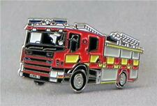 FIRE ENGINE - LAPEL PIN BADGE - TENDER FIREMAN FIRE BRIGADE EMERGENCY  (KT-21)