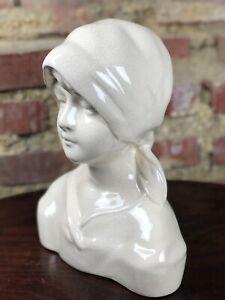 Buste de fillette en porcelaine craquelée