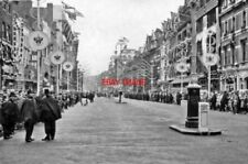 PHOTO  OXFORD STREET ON CORONATION DAY 1953 VIEW EAST AT PORTMAN STREET AT 9.0 A