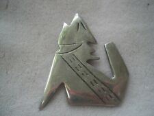 Nice retro Howling Coyote silver tone Pin brooch
