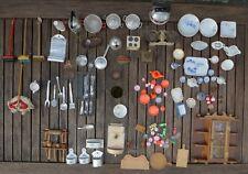 Altes Puppenstuben Geschirr und Besteck  Zinn Plastik Keramik Holz Blech