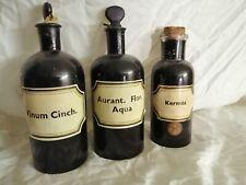 Pharmacie 3 anciens bocaux en verre peint (opacité) 2 bouchons en verre et 1 en