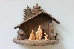 Krippe Handarbeit Oberammergau, Stall mit Figuren, Jesuskind