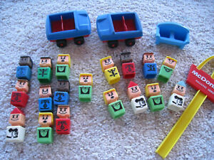 Vintage Playskool Familiar Places McDonalds Sign 2 cars 18 Square people couch