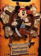 Disney Legend Golden Pin Mickey Pirate ship wheel Map