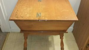 Vintage Mid Century Heywood Wakefield Maple Dough Box or Side/End Table