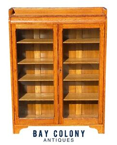 19TH C ANTIQUE VICTORIAN GOLDEN OAK DOUBLE GLASS DOOR BOOKCASE / CHINA CABINET