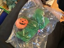 McDonalds happy meal toy . SITTING DUCKS HALLOWEEN SOFT TOY 2002 NEW SEALED
