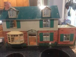 Vintage Metal  Doll House, from the fifties/sixties