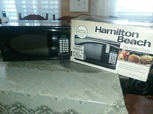 Hamilton Beach Stainless Steel 0.9 Cu Ft. Black Microwave Oven 900 wat Cook Food