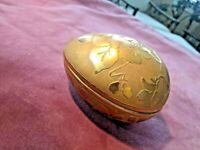 GOLD PORCELAIN EGG BOX 1985. Signed Lee Italiano a well-known Tampa artist