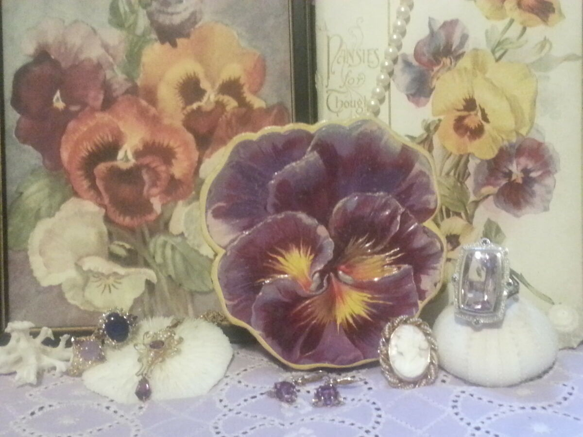 The Pretty Pansy Jewelry Box Plus