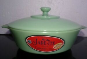 FIRE KING ANCHOR HOCKING AUTHENTIC JADEITE  2000 2 QUART CASSEROLE Dish w/Lid