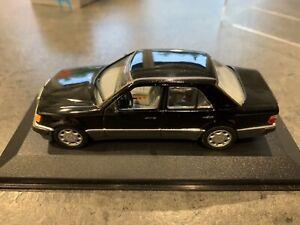 Minichamps 1/43 Mercedes W124 500 E V8