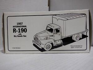Campbell Soup 1957 International R-190 w/ Dry Goods Van 1/34 Die Cast 011521MGL2