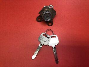 1998-2001 TOYOTA COROLLA PASSENGER FR DOOR LOCK CYLINDER 2 KEYS USED OEM!