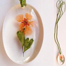 Collier Pendentif Vrai Fleur ORANGE et FeuilIes Résine Ovale Cordon VERT CLAIR