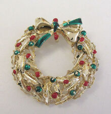 VINTAGE 1950s 60s CHRISTMAS WREATH BROOCH GOLDEN FRAME BOW GREEN RED