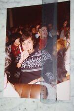 PHOTO )) ALAIN DELON fume son cigare )) années 70