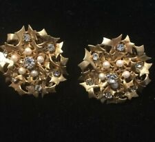VINTAGE MIRIAM HASKELL LARGE CLIP PEARL AND RHINESTONE GOLD TONE VVG