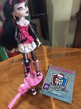Onda 1st De Monster High Draculaura con mascota, Anuario, Stand & Paraguas-Usado En Excelente Condición