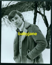 RICHARD THOMAS VINTAGE 7x9 PHOTO 1972 HANDSOME OUTDOORS IN SNOW