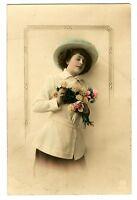 CPA Fantaisie Femme au chapeau fantasy postcard