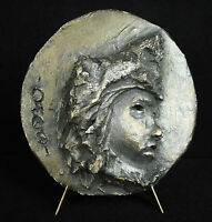 Escultura bajo alivio en medallón, perfil masculina yeso firmado Otero