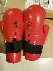 Century fighting gear karate gloves and foot gear - Red